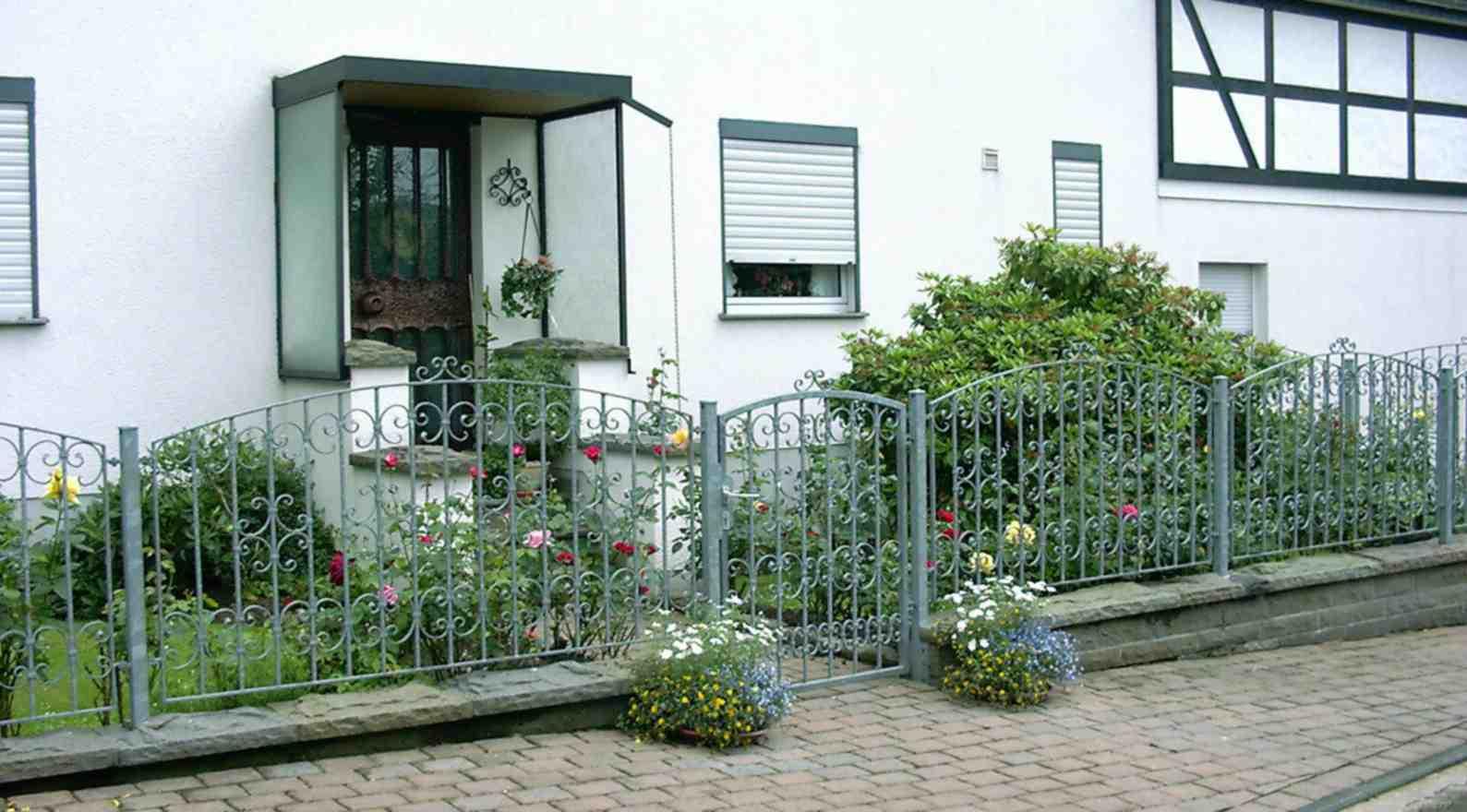 zu jedem zaun geh rt nat rlich ein tor oder toranlage einfl gelig zweifl gelig oder ein. Black Bedroom Furniture Sets. Home Design Ideas